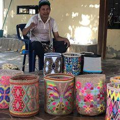 wayuu yemalkartesanias (@wayuu_yemalkartesanias) • Instagram-Fotos und -Videos Tapestry Crochet Patterns, Crochet Mandala Pattern, Crochet Backpack, Knit Crochet, Crochet Bags, Handmade Bags, Straw Bag, Purses And Bags, Knitting