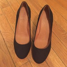 MADEWELL BLACK SUEDE PUMPS SIZE 6 These are Madewell suede pumps in size 6. The have only been worn 2 or 3 times are are in GREAT condition! Cute and go with anything, they're also super comfy!! Madewell Shoes Heels
