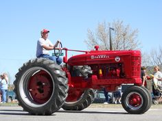 """Farmall """"M"""" Tractor      https://www.youtube.com/user/Viewwithme"""