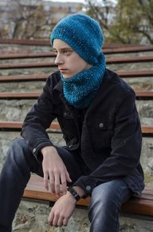 Blue hand knitted cap and neck warmer for teenagers image 4 S Girls, Boy Or Girl, Neck Warmer, Stay Warm, Teenagers, Hand Knitting, Knit Caps, Winter Hats, Hands