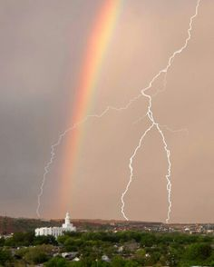 Some people believe there's a pot of gold at the end of the rainbow, but in these beautiful pictures, the treasure is the temple. Check out these 20 incredible shots of rainbows behind temples. Church Pictures, Temple Pictures, Lds Pictures, Beautiful World, Beautiful Places, Beautiful Pictures, Tornados, St George Temple, Lds Art