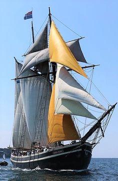 Rüzgarın ardı sira Full Sail, Nautique, Tug Boats, Set Sail, Water Crafts, Sail Away, Tall Ships, Sailing Ships, Pirates