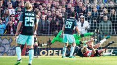 awesome Kuijt kopt Feyenoord in slotfase naar gelijkspel tegen Ajax