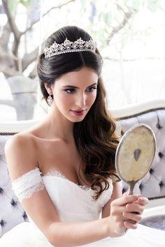 Coroa clássica para noivas criada pela Graciella Starling Foto: Fabia Nunes fotografia