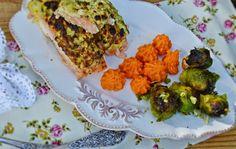 Lazacfilé cukkini takaróban sütve, édesburgonya pürével, fokhagymás sült kelbimbóva Avocado Toast, Paleo, Sprouts, Cauliflower, Troll, Chicken, Vegetables, Breakfast, Recipes
