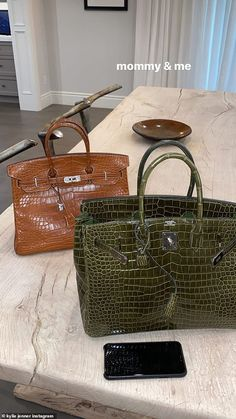 Two is better than one? In addition to her green Hermes Birkin bag she had a brown one. Bolso Birkin Hermes, Hermes Bags, Birkin Bags, Hermes Handbags, Fashion Handbags, Purses And Handbags, Fashion Bags, Luxury Purses, Luxury Bags