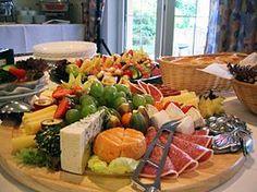 Das Frühstück mit die Kalte Platte, das Obst und Gemuse, und der Käse.  A traditional German breakfast with a cold cut tray, fruits and vegetables and cheese.