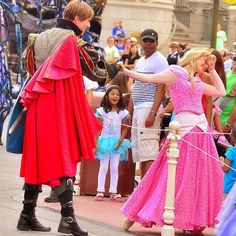 When the FoF Parade was holding, Princess Aurora who was greeting to guests in the neighborood came to meet Prince Phillip