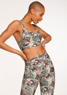 Designed to compress and compact your bust keeping it in place as your workout heats up. Tailor your fit with its thick and comfortable adjustable straps and O-ring converter, while the clasp back can be tightened for additional support. Workout Gear For Women, Together Fashion, Weight Bags, Running Tights, Gym Wear, Snug, Workout Tops, Compact, Final Sale