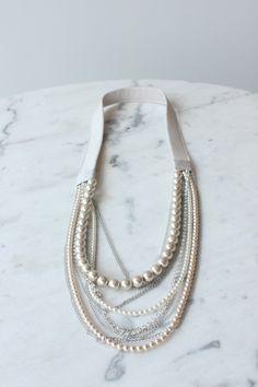 Collar de perlas tela y cadenas