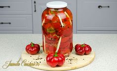 Pickled pimento peppers - Gogosari in otet Pickels, Romanian Food, Romanian Recipes, Keep It Cleaner, Preserves, Food To Make, Cooking Recipes, Stuffed Peppers, Canning