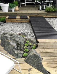Landscaping For Your Location - How To Choose The Right Plants - House Garden Landscape Modern Landscape Design, Modern Landscaping, Backyard Landscaping, Terrace Garden, Garden Paths, Garden Bridge, Jardin Feng Shui, Scandinavian Garden, Organic Gardening Tips