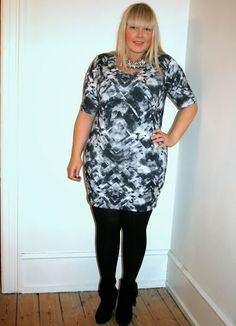 Karina from the blog Copenhagen Curves looks amazing in this printed bodycon dress!  #junarose #junarosefriends #bodycon #dress #print #fashion #plussize