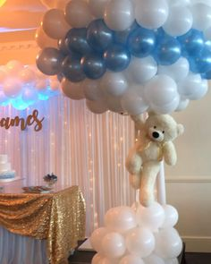 Balloon Centrepiece Christening ideas The post Balloon Centrepiece appeared first on Baby Showers. Deco Baby Shower, Baby Shower Backdrop, Boy Baby Shower Themes, Baby Shower Balloons, Baby Shower Favors, Shower Party, Baby Boy Shower, Themes For Baby Showers, Cloud Baby Shower Theme
