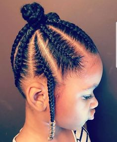 All styles of box braids to sublimate her hair afro On long box braids, everything is allowed! For fans of all kinds of buns, Afro braids in XXL bun bun work as well as the low glamorous bun Zoe Kravitz. Toddler Braided Hairstyles, Lil Girl Hairstyles, Black Kids Hairstyles, Natural Hairstyles For Kids, Short Hairstyle, Natural Hair Styles Kids, Hairstyle Ideas, Hair Ideas, Natural Braided Hairstyles