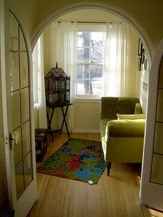 beautiful little sun room with bird cage