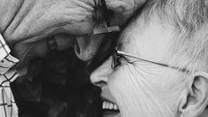 Muchos adultos mayores que han experimentado el enamoramiento tardío, afirman que después de los sesenta se vive con mayor intensidad que en la juventud. El hecho de que sea algo inesperado, la conciencia de la relatividad de los sentimientos y haber sufrido la soledad son algunas de las causas de que se lo viva con …