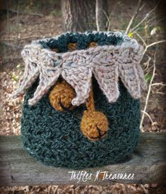 Make this cute Country Christmas Santa Sack by Trifles N Treasures with Lion Brand Heartland! Free crochet pattern calls for 3 balls of yarn (pictured in kings canyon, bryce canyon, and alpine tweed) and a size I (5.5mm) crochet hook.