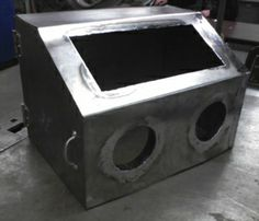 Sandblasting cabinet, DIY example from Metalworking projects/instructions section (p. 32) of homemadetools.net