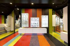 Kameleon jewelry by COEN!, Eindhoven (like the colored, striped floor) Colorful Interior Design, Colorful Interiors, Commercial Interior Design, Commercial Interiors, Visual Merchandising, Jewelry Store Design, Church Stage Design, Branding, Eindhoven