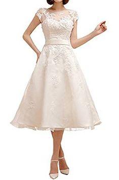 Knielanges Brautkleid mit Spitzen Applikation und Samtband | Hochzeitskleid im Rockabilly Stil | 50er Jahre Hochzeit | kurzes Brautkleid für die Strandhochzeit | Kleid für Brautjungfer | #brautkleid #hochzeitskleid #brautjungfern #Braut #Rockabilly *Werbung