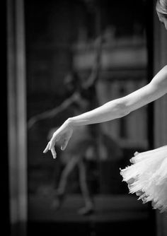 MONOTONE ; BLACK AND WHITE PHOTOGRAPH ; BALLERINA