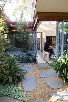A seamless indoor-outdoor courtyard design terrace garden, indoor garden, c Back Gardens, Small Gardens, Outdoor Gardens, Indoor Outdoor, Indoor Garden, Outdoor Spaces, Design Patio, Courtyard Design, Modern Landscaping