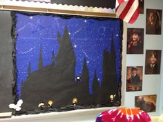 The Reading Buddies: Welcome to Hogwarts School of Witchcraft and Wizardry: Harry Potter Themed Classroom École Harry Potter, Harry Potter Display, Classe Harry Potter, Harry Potter Halloween, Classroom Door, Classroom Displays, Classroom Themes, Library Displays, Classroom Organization