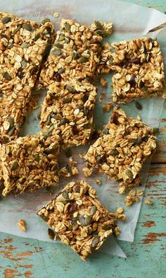Get these no-bake oaty flapjack bars from Eat Well for Less in your lunches instead of a factory-made cereal bar. You'll be glad you did. Flapjack Recipe, Healthy Flapjack, Nutritious Snacks, Healthy Snacks, Healthy Recipes, Easy Recipes, Kids Cereal, Trix Cereal