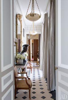 Awesome Parisian Chic Apartment Decor Inspirations - Page 6 of 108 Paris Apartment Interiors, Chic Apartment Decor, French Apartment, Parisian Apartment, Paris Apartments, Elegant Home Decor, Elegant Homes, Design Entrée, House Design