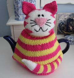 Just Cats: Coffee in a teacup - cute kitty tea cosy.