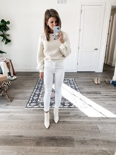 Talking about how to wear ankle boots and giving you oodles of outfit inspiration from wearing ankle booties with leggings to cuffed jeans and more! Black Jeans Outfit, All Black Outfit, Trendy Outfits, Winter Outfits, Summer Outfits, Trench Coat Outfit, How To Wear Ankle Boots, Athleisure Outfits, Winter Stil