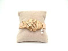 Bracelets, Bracelet poisson doré est une création orginale de lapluiefaitdesclaquettes sur DaWanda