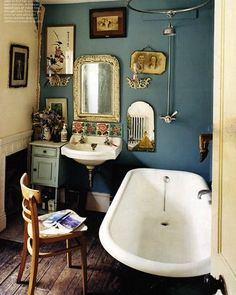 vintage interior. Love the wall color!!