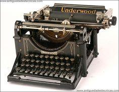 Antigua máquina de escribir Underwood. 1915