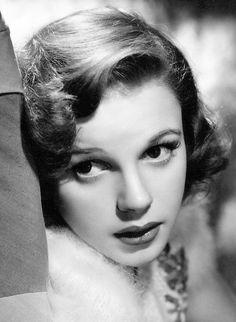 """summers-in-hollywood: """"Judy Garland, """" Hollywood Stars, Classic Hollywood, June Allyson, The Golden Years, Judy Garland, Interesting Faces, Old Movies, All Things Beauty, Beautiful Actresses"""