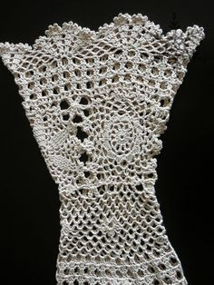 Fabulous Crochet a Little Black Crochet Dress Ideas. Georgeous Crochet a Little Black Crochet Dress Ideas. Form Crochet, Crochet Motif, Crochet Lace, Crochet Stitches, Crochet Patterns, Black Crochet Dress, Crochet Cardigan, Crochet Girls, Crochet Woman