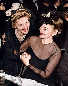 Olivia De Havilland and Joan Fontaine at the Academy Awards, 1942.