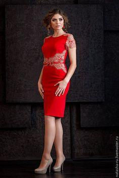 Купить или заказать Платье красное с кружевом в интернет-магазине на Ярмарке Мастеров. Эффектное красное платье из джерси. украшено кружевом. Коктейльное платье с коротким рукавом, застежка сзади. Очень красивое!!! Перед покупкой наличие уточняйте. Размерная линейка для платьев стандартная и по индивидуальным заказам …