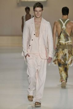 BRASIL S/S 15 | SÃO PAULO FASHION WEEK | TRITON. Unconstructed tailoring in pastel tones. | GQ.com.br
