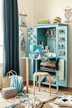 Diy Desk Projects Sewing Rooms New Ideas Sewing Nook, Sewing Spaces, Sewing Table, Small Sewing Space, Diy Furniture Projects, Furniture Design, Luxury Furniture, Furniture Online, Sewing Station