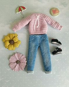 This Pin was discovered by Mic Barbie Knitting Patterns, Knitting Dolls Clothes, Barbie Patterns, Sewing Toys, Doll Clothes Patterns, Crochet Patterns, Crochet Doll Dress, Knitted Dolls, Crochet Crafts