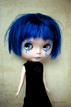 Sianne by gwen leven >> I love her short, messy hair =) #Gothicdoll with #bluetears