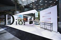 Doha dazzle: Qatar Duty Free unveils Maison de Parfum Pavilion by Dior - The Moodie Davitt Report Exhibition Stall, Exhibition Stand Design, Exhibition Display, Exhibition Room, Stand Feria, Expo Stand, Display Design, Kiosk Design, Environmental Design