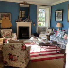 Cozy Small Living Room Ideas for English Cottage - The Urban Interior English Interior, English Decor, Small Living Rooms, Living Room Designs, Small Cottage Interiors, Living Room Furniture, Living Room Decor, Furniture Decor, Small Cottage House Plans