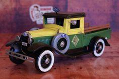 Miniature auto métal vintage  Ford A 1934sur Retro Wheels http://www.retrowheels.fr/miniatures-autos/302-miniature-auto-metal-vintage-pick-up-ford-.html