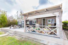 Sta caravan make-over met veranda #stylen #pimpen #vakantiehuis #stoerbuiten