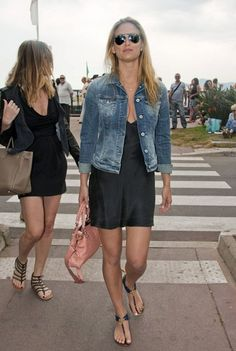 Bar Rafaelli in casual-chic mood-the bag is Balencianga-i think/i love the shoes.......