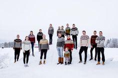 """Perheenäiti neuloi 8 kuukaudessa 24 paitaa – esimerkki ilmiöstä, jota Islannissa ihmetellään: """"Suomessa tapahtuu jotain hullua""""   Yle Uutiset   yle.fi Yarn Crafts, Knitting, Crochet, Coat, Jackets, Fashion, Down Jackets, Moda, Sewing Coat"""