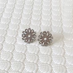 Cute Silver / Gold Little Flower Filigree Stud by VenusWho on Etsy